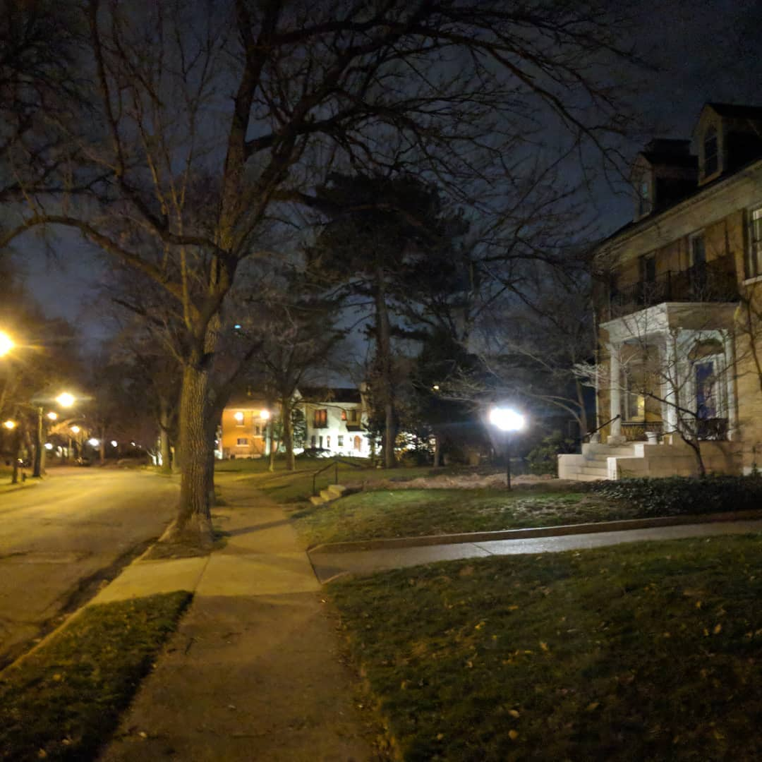 My neighbourhood at night is quite pretty. #stlouis  #citylife