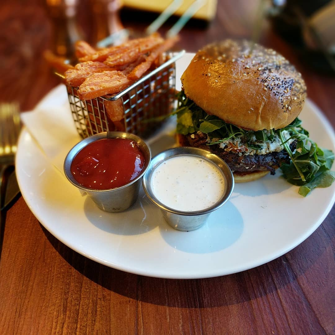 To my faithful followers expecting #foodporn I am sorry to disappoint during this trip. I have but one picture of a really delicious lamb burger at Sandy's Pub in Squaw Valley, California. Definitely worth ordering… Delicious!