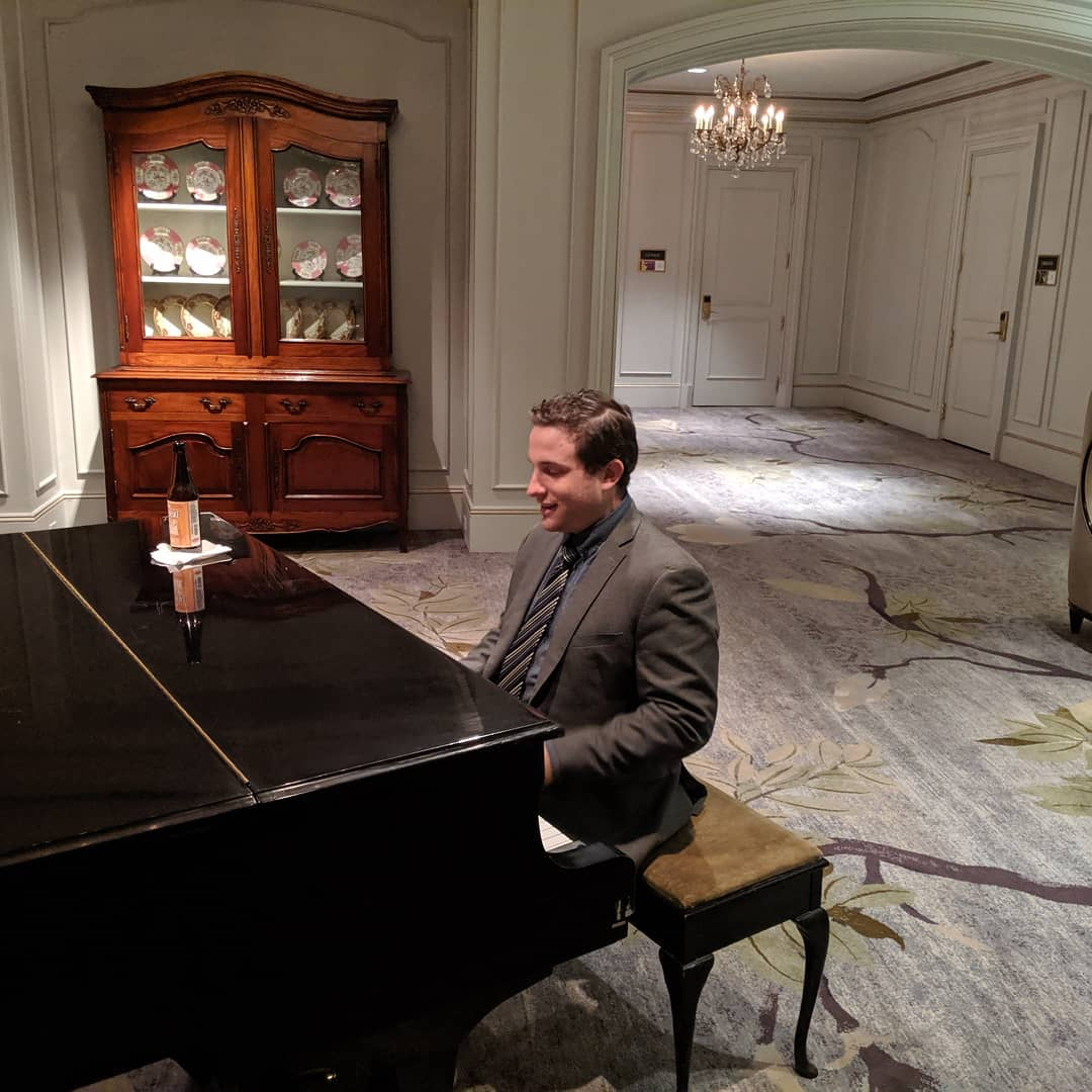 Found a random piano player…