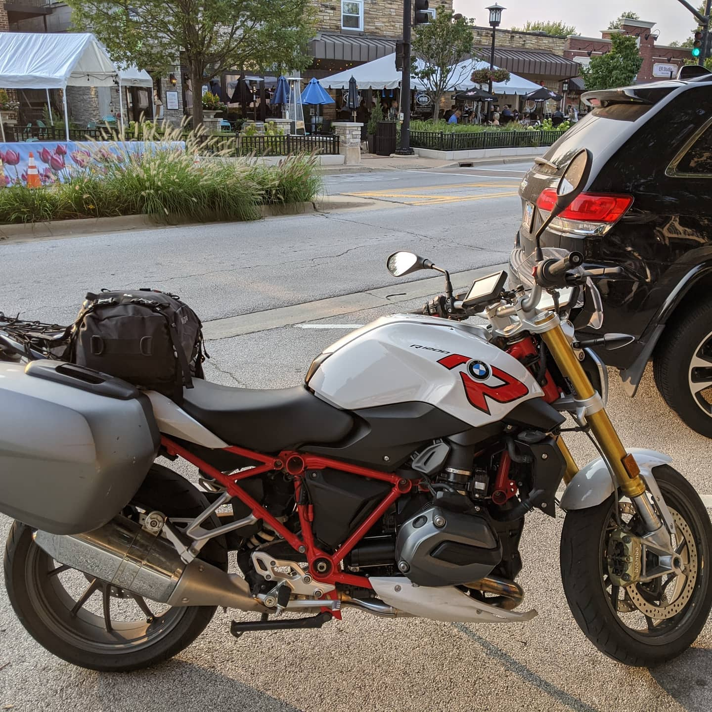 Time for dinner in Lisle, Illinois at NWB. Delicious and much needed after 300 miles or so. #motorrad #roadtrip #r1200r