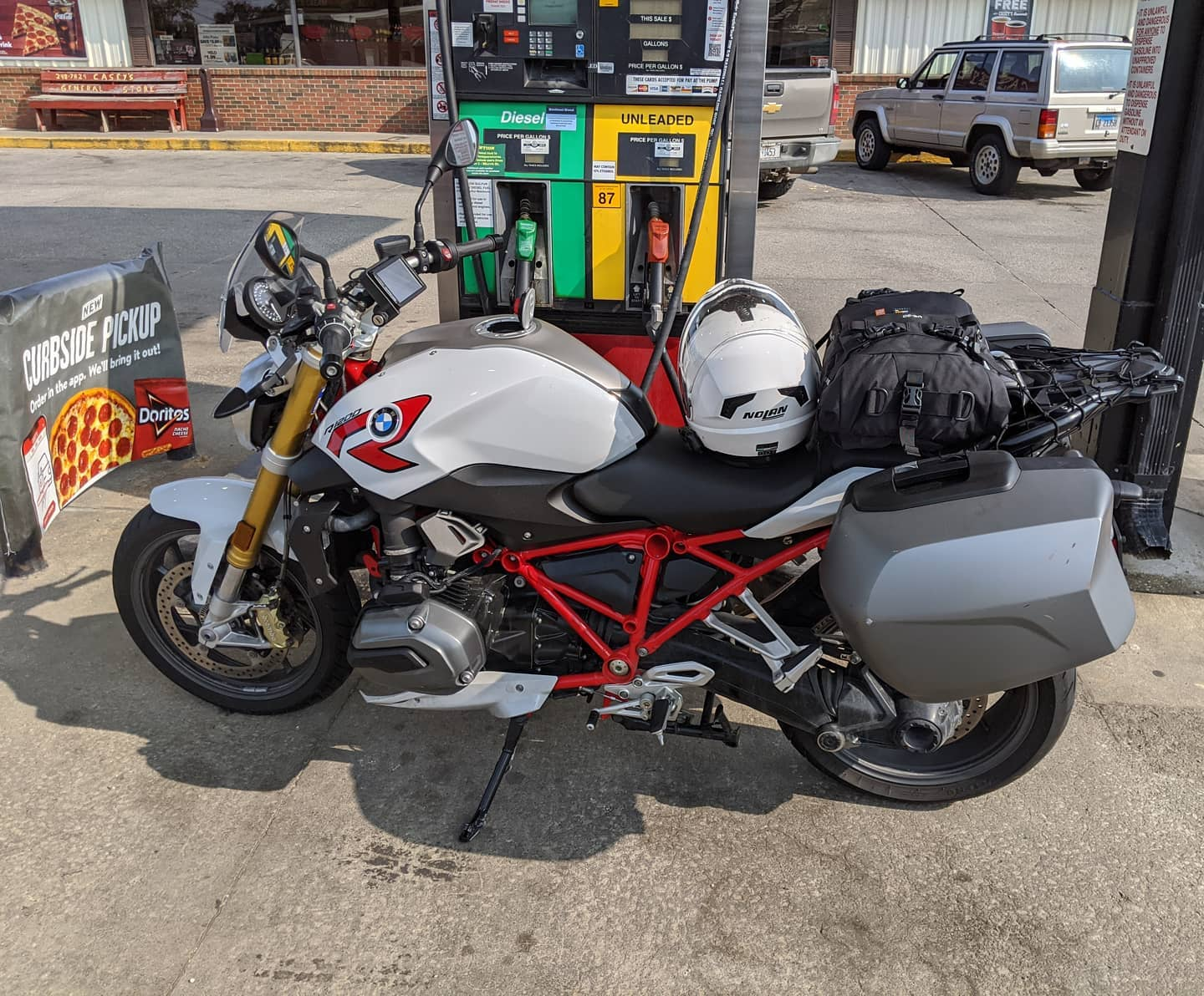 A journey of a thousand miles begins with a single step. And gas. In the middle of nowhere, Illinois. #motorrad #r1200r #roadtrip