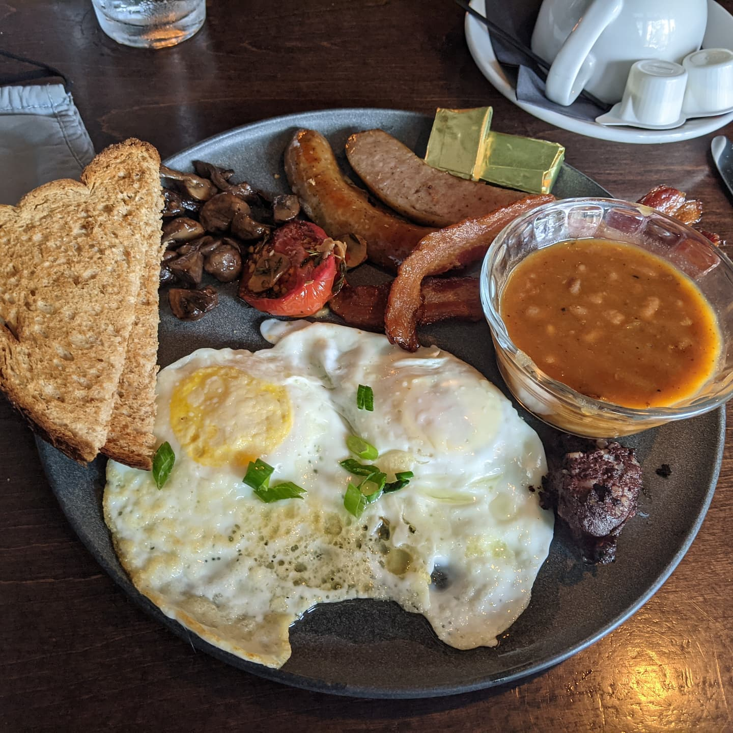 A Scottish breakfast at #scottisharms . Tasty local #stlouis #foodporn for this weekend. I need to come back more often #citylife